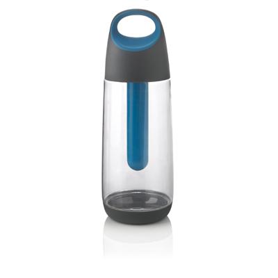 700 ml Tritan-pullo, TPR-pohja auttaa pitoa. Sisällä on 45gr jäähdytysgeeliä sisältävä putki, joka voidaan poistaa pullosta ja asettaa jääkaappiin. Näin juomasi pysyvät kylminä etkä tarvitse jääkuutioita.