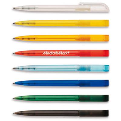 Valkoinen mainoskynä värikkäällä klipsillä. Mainoskynä on käytännöllinen tapa mainostaa ja se kulkee helposti ihmisten mukana.