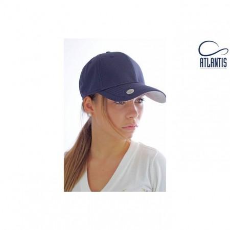 Atlantiksen uutuus lippalakki on kevyt ja miellyttävän tuntuinen päässä. Se on täydellinen päähine varsinkin golfareille, lippaan kiinnitettävän merkkausnastan ansiosta.