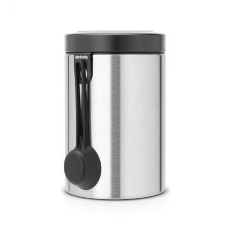 Kahvipurkki jossa mukana magneetillinen mittalusikka. Ilmatiiviin kannen ansiosta sisältö pysyy tuoreena. Katso lisää tuotteen tiedoista sivuiltamme.