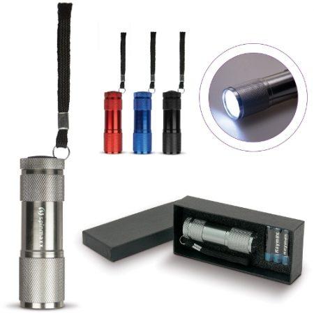 Lahjapakkaus, jossa alumiininen LED-taskulamppu. Sisältää paristot.