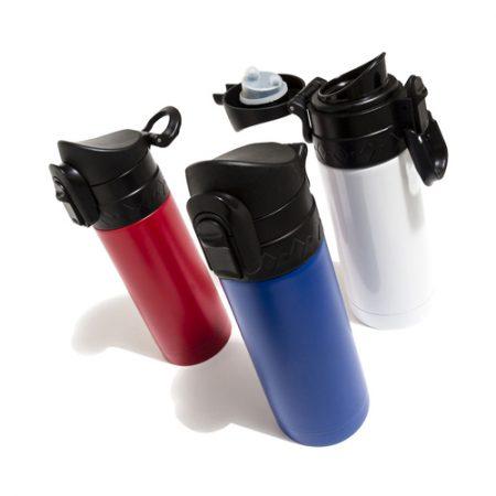 Käytännöllinen termosmuki, jossa on lukkiutuva kansi jonka ansiosta juoma säilyy lämpimänä pitkään. Mukissa on myös D-rengas, joka mahdollistaa mukin ripustamisen.