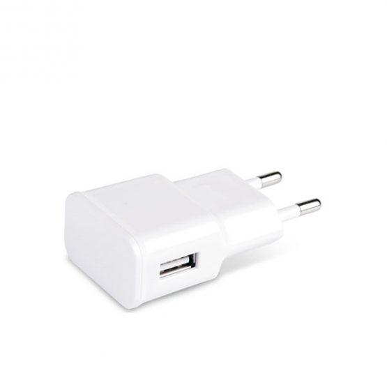 Pistoke, joka on valmistettu muovista. Teho: 100-240 V , Ulostulo5V/1000mAh. Sisältää USB-yhteyden.