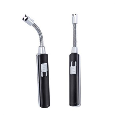 Muovinen sytytin, joka on ladattava ja toimii ilman polttoainetta. 220 mAh paristo, joustava etuosa, USB-johto sisältyvät ikkunalliseen mustaan lahjapakettiin.